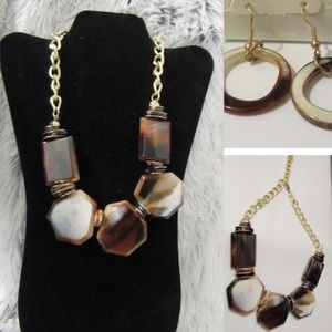 Jewelry - Marble necklace and earrings set